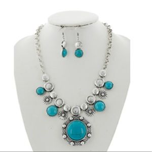 Jewelry - Turquoise Necklace & Earring Set
